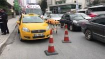 GAYRETTEPE - Taksi Şoförü Aracında Ölü Bulundu