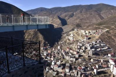 Torul Kalesi Cam Seyir Terası Hayran Bırakıyor