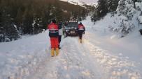 Uşak'ta Dağda Mahsur Kalan 3 Kişi Kurtarıldı