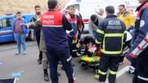 MİNİBÜS ŞOFÖRÜ - Adana'da Trafik Kazası Açıklaması 2 Yaralı