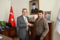 Altın Bulan Suriyeli Vatandaş Vali Tarafından Ödüllendirildi