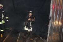 İTFAİYE ERİ - Denizli'de 4 İş Yerinin Kül Olduğu Yangında Köpek Mahsur Kaldı