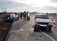 Karaman'da Otomobiller Çarpıştı Açıklaması 3 Yaralı