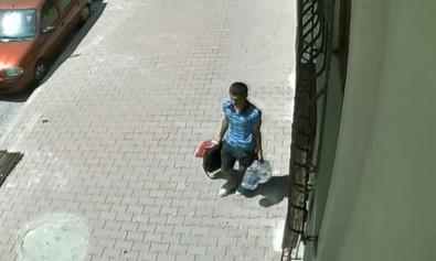 Litrelik sularla kendilerini kamufle eden hırsızlar kamerada!