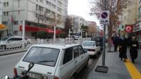 PARK YASAĞI - Niğde'nin En Aktif Caddesinde Araç Parkı Yasakladı