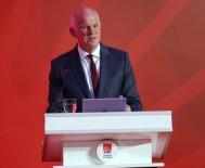 SOSYALIST ENTERNASYONAL - Papandreu Konuşmasına Türkçe Başladı