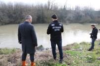 SAKARYA NEHRI - Sakarya Nehri'ne Akan Kimyasal Atık Nehri Siyaha Bürüdü