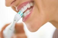 DİŞ FIRÇALAMA - Şarjlı Diş Fırçalarında Bilinçsiz Kullanımına Dikkat