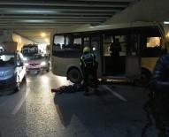 TOPKAPı - Topkapı Alt Geçidinde Minibüs İle Kamyon Çarpıştı Açıklaması 6 Yaralı