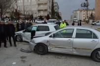 YENIKENT - 3 Aracın Karıştığı Kazada 1 Kişi Yaralandı