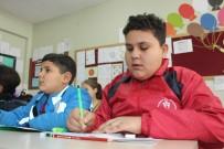 Bakışları İle Fenomen Olan Suriyeli Çocuk Okula Başladı