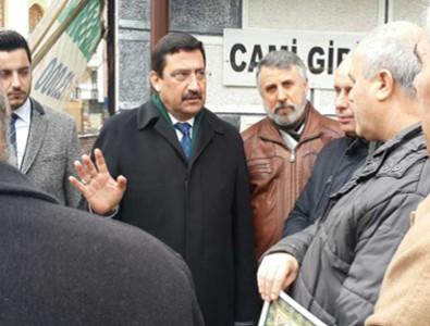 Başkan Ak, Cuma namazı çıkışı vatandaşlarla sohbet etti