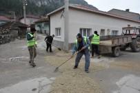 ALT YAPI ÇALIŞMASI - ESKİ'nin Onarmadığı Çukurları İnönü Belediyesi Kapatıyor