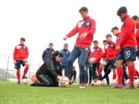 CRİSTİANO RONALDO - Futbolculara 'Ölü Yaprak' Dersi