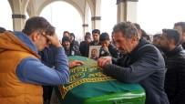 BEDEN EĞİTİMİ ÖĞRETMENİ - Halı Sahada Ölen Öğretmen Gözyaşlarıyla Uğurlandı