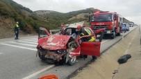 GÖKÇEÖREN - Kula'da Otomobil Kamyona Çarptı Açıklaması 2 Yaralı
