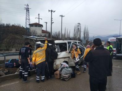 Minibüs Takla Attı Açıklaması 2 Yaralı