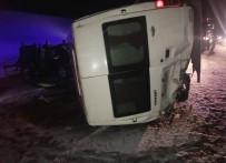 Otomobil İle İşçileri Taşıyan Minibüs Çarpıştı Açıklaması 16 Yaralı