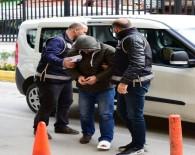 YARDIM VE YATAKLIK - Polisi Görünce Balkondan Atladı, Parmağını Kırdı
