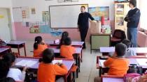 YENI YıL - Postacılardan Köy Okullarına Kütüphane Desteği