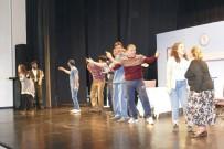 Trabzon'da 'Garmagaruşuk' İsimli Tiyatro Gösterisi Ücretsiz Sahneleniyor