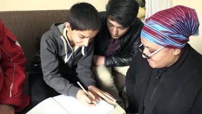 Afgan Çocuğun Kalbine 'Ensar'ın Merhamet Eli Değdi