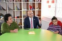 ENGELLİ ÖĞRENCİLER - Başkan Altun, Engelsiz Yaşam Merkezi Ziyaret Etti