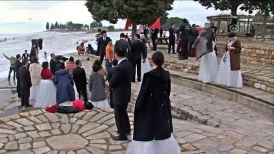 Çinli Çiftler Balayı İçin Pamukkale'de