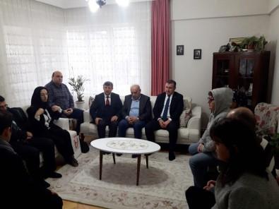 Gençlik Ve Spor Bakanı Bak, Kalp Krizinden Ölen İlçe Müdürünün Ailesini Ziyaret Etti