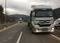 ERTUĞRUL GAZI - Otomobile Tır Arkadan Çarptı Açıklaması Aynı Aileden 4 Kişi Yaralandı