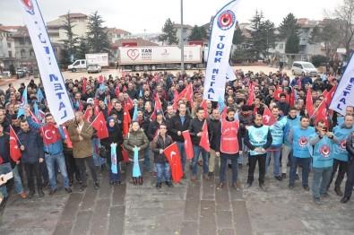Türk Metal Sendikasına Üyesi Fabrika Çalışanları Meydana İndi