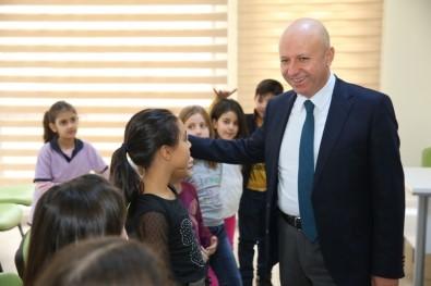 Başkan Çolakbayrakdar, Kocasinan Akademi'de Çocuklarla Birlikte