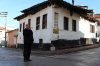 ODUNPAZARI - 'Belediye Yakmak İstiyor Ama İçinde Yatır Var'