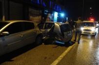 METRO İSTASYONU - Bursa'da 9 Aracın Karıştığı Zincirleme Trafik Kazası Güvenlik Kamerasına Yansıdı