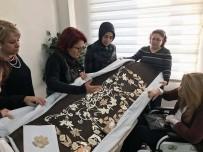 İSMAIL KAHRAMAN - Bursa'da Büyük İlgi Gören Sergi Saray Yolcusu