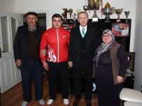 Cumhurbaşkanı Erdoğan Milli Güreşçiyi Evinde Ziyaret Etti
