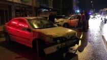 METRO İSTASYONU - Kaza Yapan Otomobil Savrularak Park Halindeki 7 Araca Çarptı