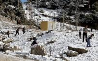 ÇATALCAM - Muğla'nın Yüksek Kesimlerinde Kar Keyfi