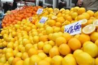 SONBAHAR - Pazar Esnafının Kar Yağışı Bekleyişi Sürüyor