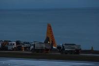 KABİN GÖREVLİSİ - Pegasus Havayolları'nın Trabzon'da Pistten Çıkan Uçağı Günün Ağarması İle Birlikte Böyle Görüntülendi