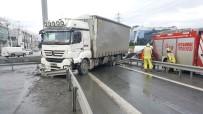 SEFAKÖY - Tır Yoldan Çıktı, Trafik Durdu