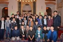 MÜFTÜ VEKİLİ - Vali Yazıcı Camide Gençlerle Buluştu