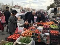 PAZAR ALIŞVERİŞİ - Vali Zorluoğlu Ve Eşi Pazar Alışverişinde