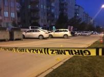 SALDıRı - Aracını Park Ederken Silahlı Saldırıya Uğradı