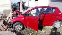 KALP KRİZİ - Araçta Kalp Krizi Geçiren Kişi Duvara Çarptı Açıklaması1 Ölü