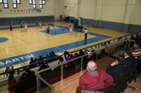 BASKETBOL TAKIMI - Başkan Akın Basketbol Takımını Yalnız Bırakmadı
