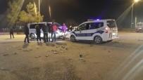 Denizli'de Kamyonet İle Otomobil Çarpıştı Açıklaması 9 Yaralı