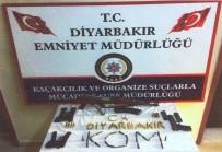 KALAŞNIKOF - Diyarbakır'da Silah Ve Mühimmat Ele Geçirildi