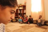 KEMİK ERİMESİ - Hasta Ve Engelli Aile Bireylerine Bakan Liseli Besime Yardım Bekliyor