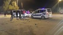 Kamyonet İle Otomobil Çarpıştı Açıklaması 9 Yaralı